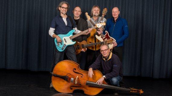 Foto af undervisere i guitar og bas