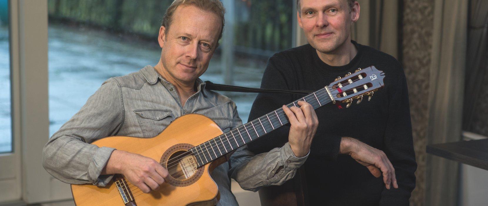 Foto af undervisere i guitar
